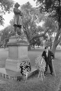 Elderly veteran puts flowers at Civil War general's statue, Boston Public Garden