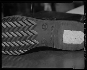 Footwear, repair process, heel